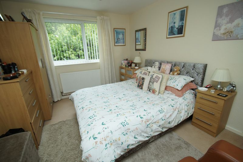 2 bed flat for sale in Woodend Close 2