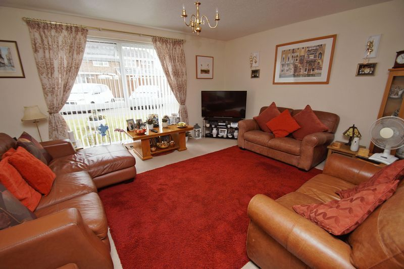 2 bed flat for sale in Woodend Close  - Property Image 3