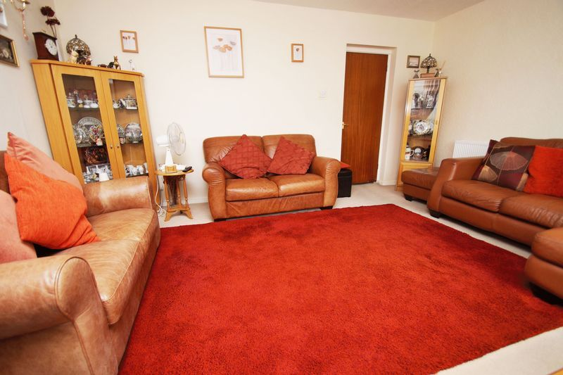 2 bed flat for sale in Woodend Close 5