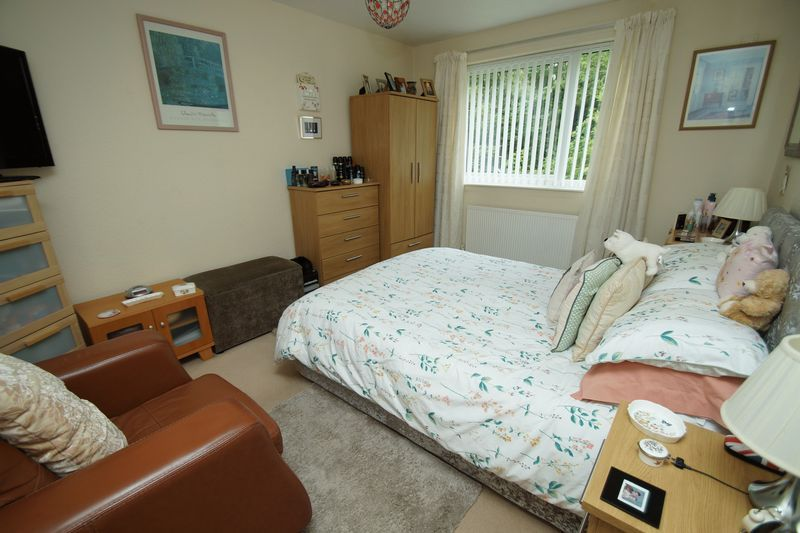 2 bed flat for sale in Woodend Close 6