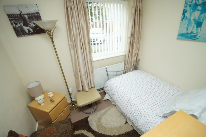 2 bed flat for sale in Woodend Close  - Property Image 7