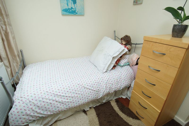 2 bed flat for sale in Woodend Close  - Property Image 8