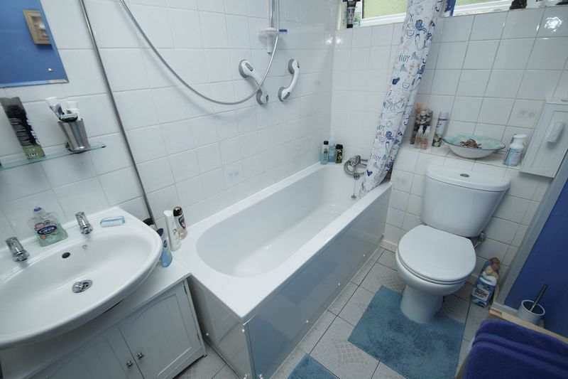 2 bed flat for sale in Woodend Close  - Property Image 9