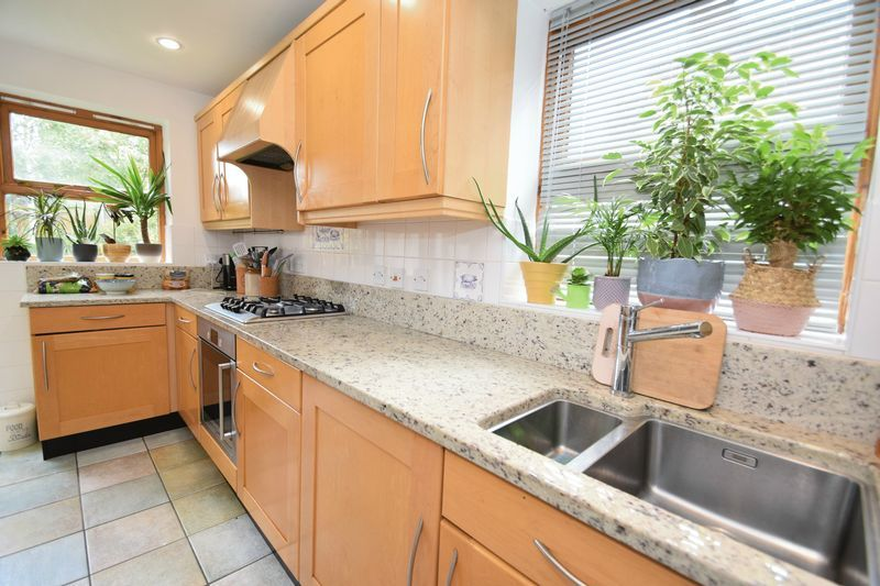 4 bed house for sale in Cathcart Road  - Property Image 2