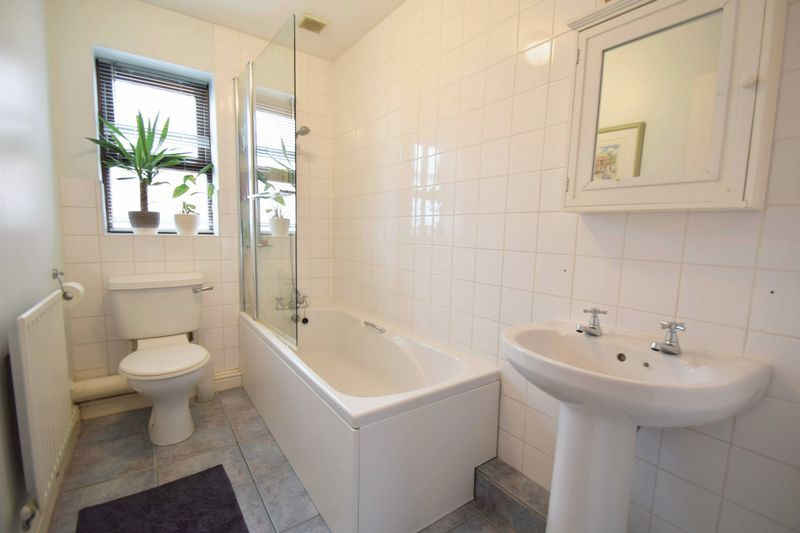 4 bed house for sale in Cathcart Road 14