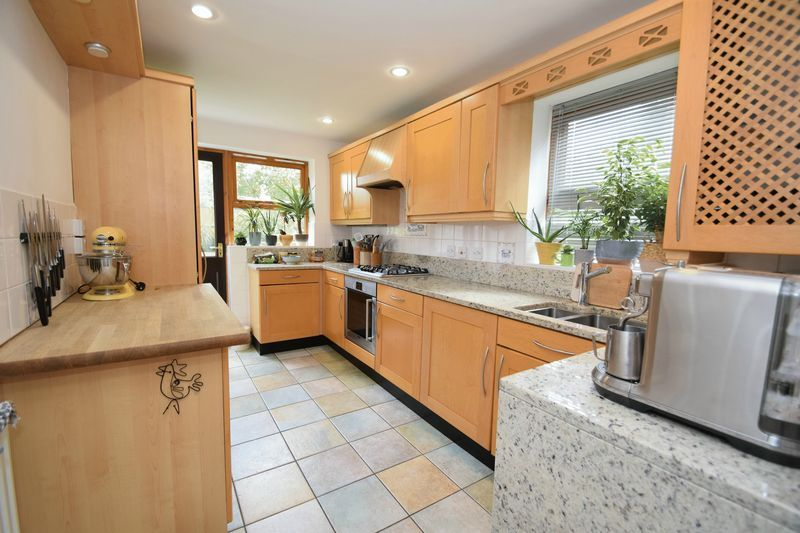 4 bed house for sale in Cathcart Road  - Property Image 3