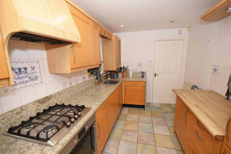 4 bed house for sale in Cathcart Road  - Property Image 4