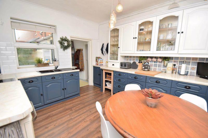 3 bed house for sale in Laurel Lane 8