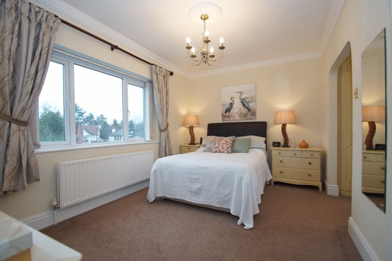 5 bed house for sale in Ham Lane 12