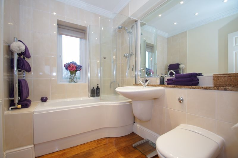 5 bed house for sale in Ham Lane 14
