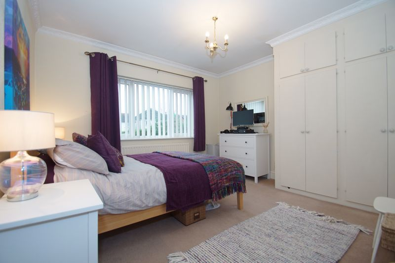 5 bed house for sale in Ham Lane 15