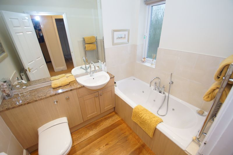 5 bed house for sale in Ham Lane 16