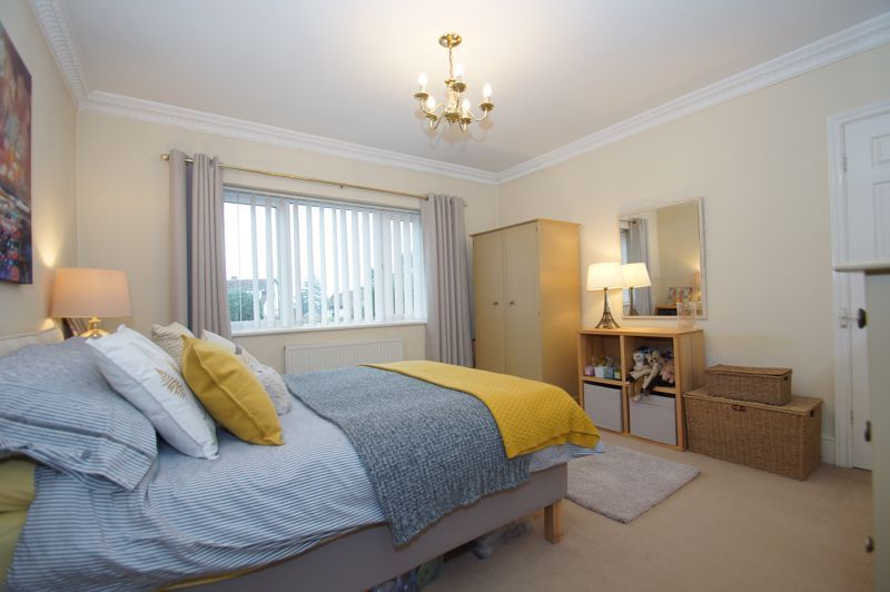5 bed house for sale in Ham Lane 17