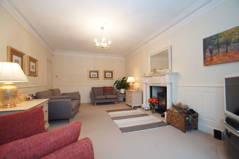 5 bed house for sale in Ham Lane 4