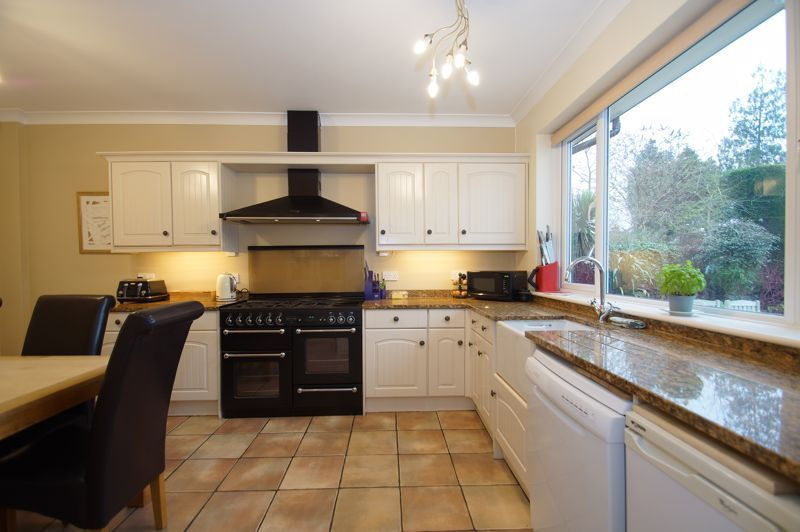 5 bed house for sale in Ham Lane 7