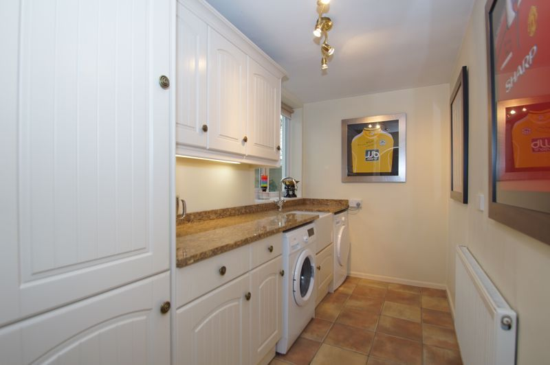 5 bed house for sale in Ham Lane 8