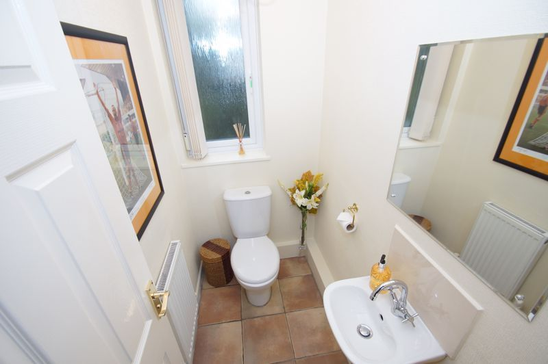 5 bed house for sale in Ham Lane 9
