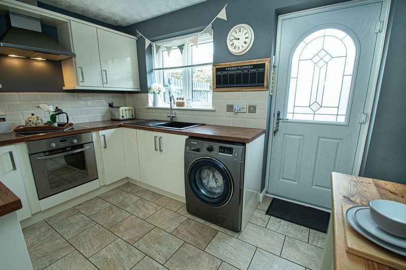 2 bed house for sale in Ensall Drive 3