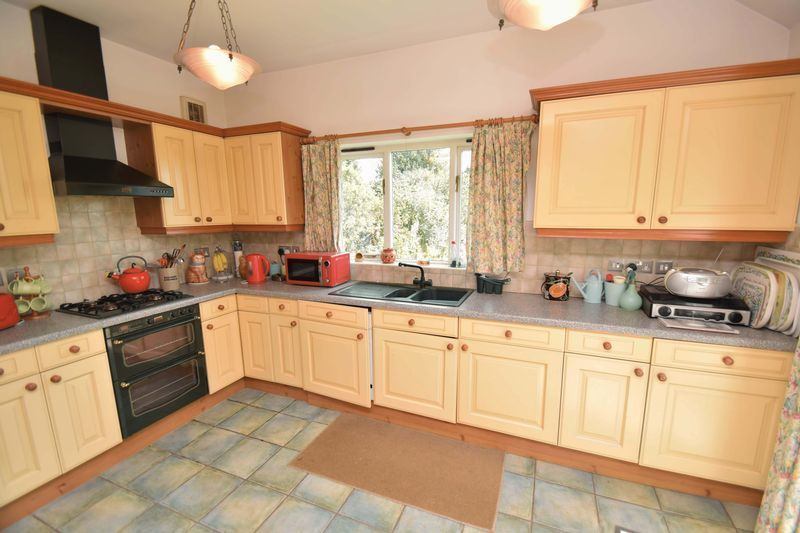 2 bed bungalow for sale in Duncombe Street 8