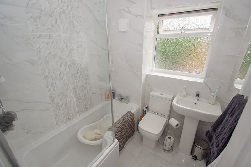2 bed house for sale in Perryfields Close 12