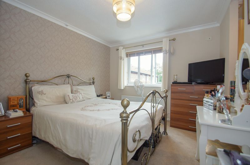 2 bed house for sale in Perryfields Close 8