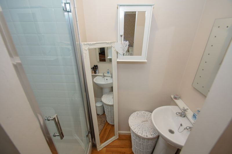2 bed house for sale in Perryfields Close 10