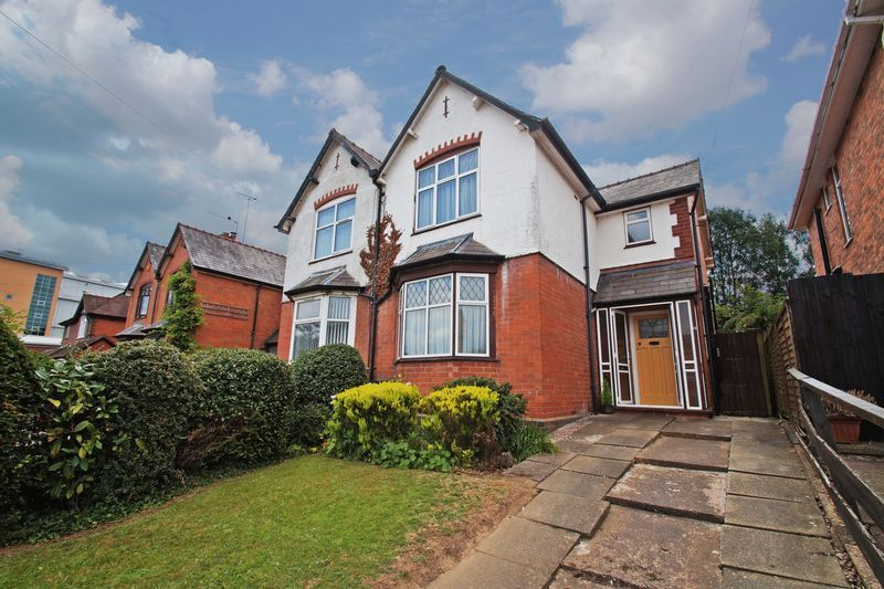 3 bed house for sale in Bromsgrove Road 1