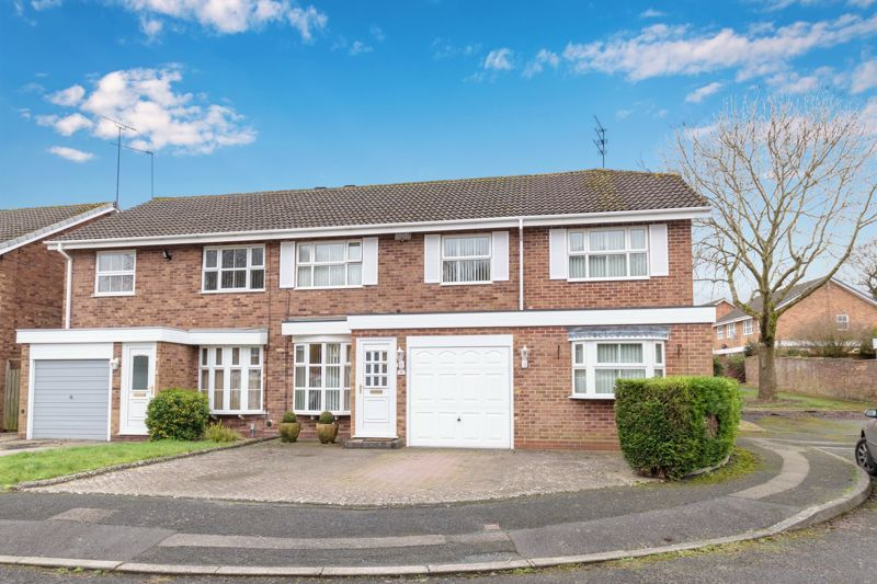 4 bed house for sale in Edgmond Close  - Property Image 1