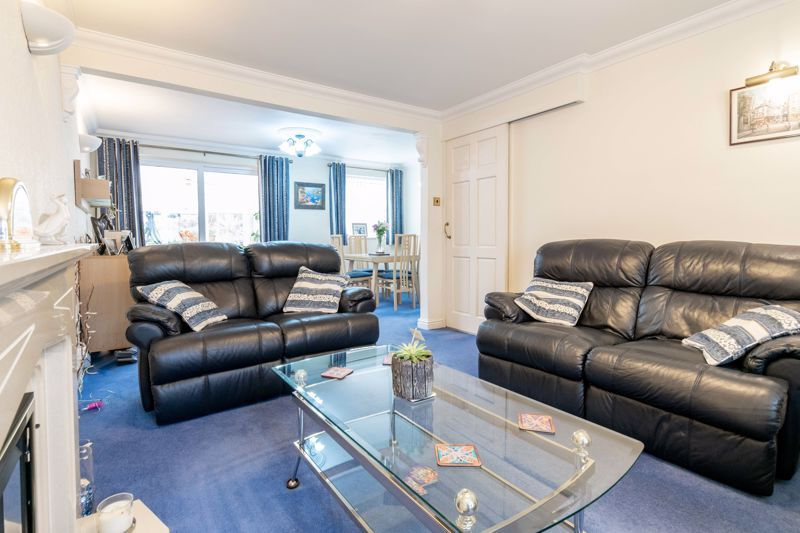 4 bed house for sale in Edgmond Close  - Property Image 2