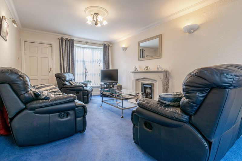 4 bed house for sale in Edgmond Close 4