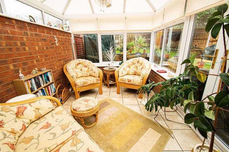4 bed house for sale in Edgmond Close 5
