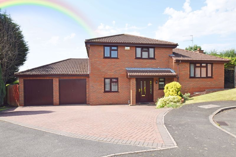 4 bed house for sale in Cornwell Close 1