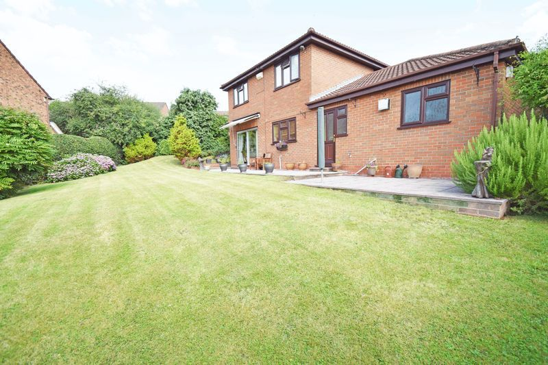4 bed house for sale in Cornwell Close  - Property Image 2