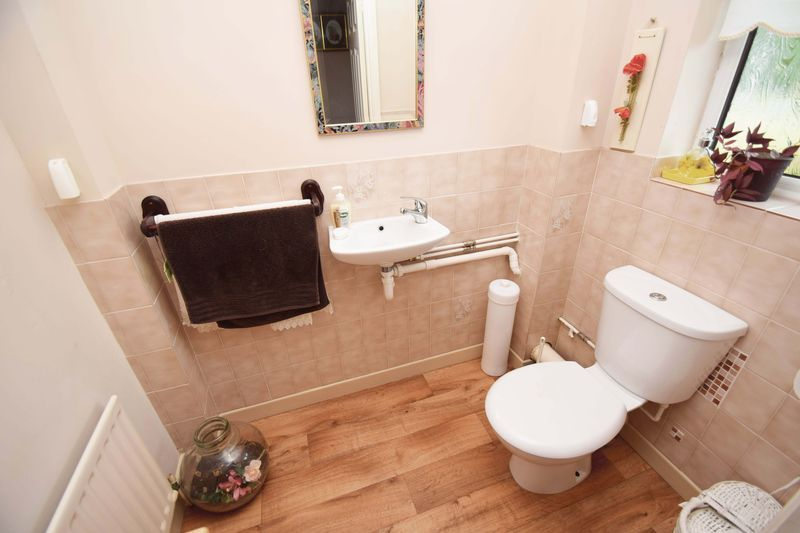4 bed house for sale in Cornwell Close  - Property Image 12
