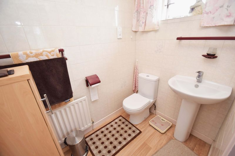 4 bed house for sale in Cornwell Close  - Property Image 14