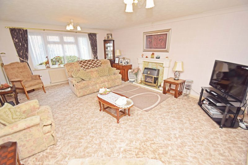 4 bed house for sale in Cornwell Close 4