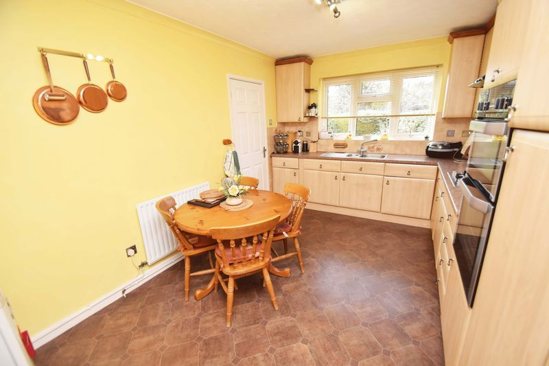 4 bed house for sale in Cornwell Close 9