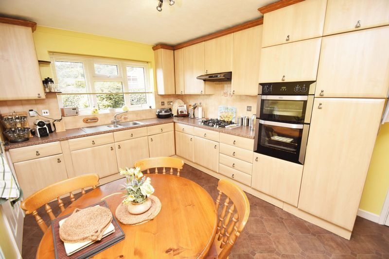 4 bed house for sale in Cornwell Close 10