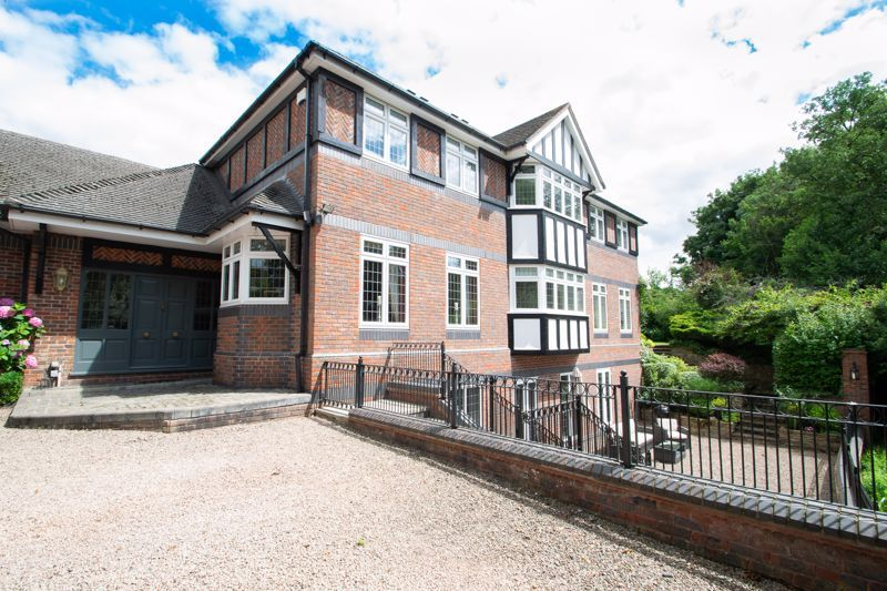 6 bed house for sale in Pear Tree Drive 2