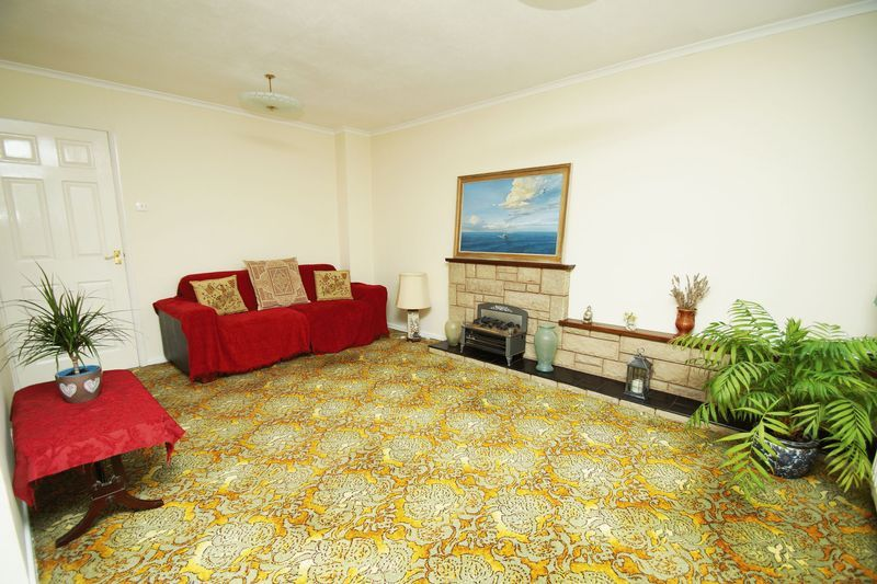 2 bed bungalow for sale in Manor Court Road 2