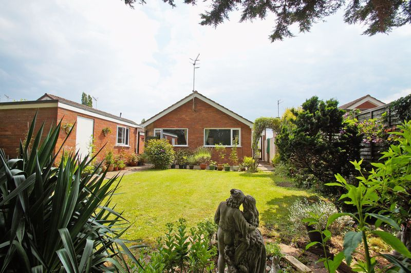 2 bed bungalow for sale in Manor Court Road 12