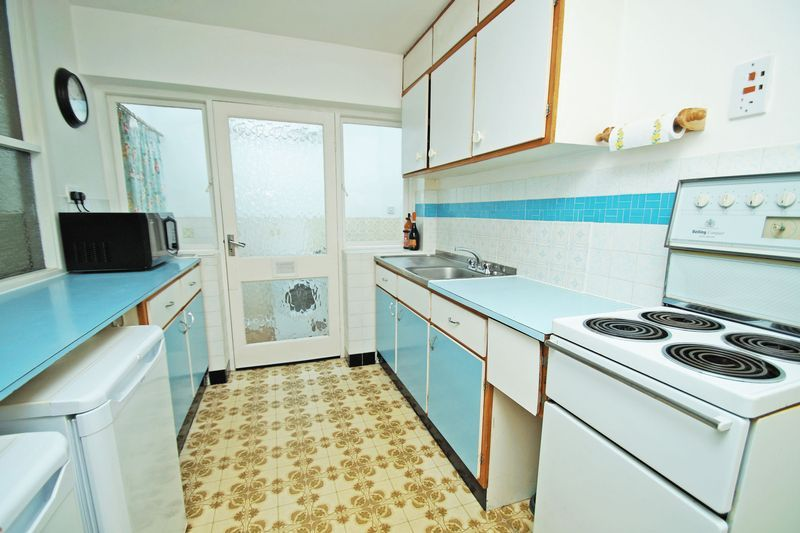 2 bed bungalow for sale in Manor Court Road  - Property Image 5
