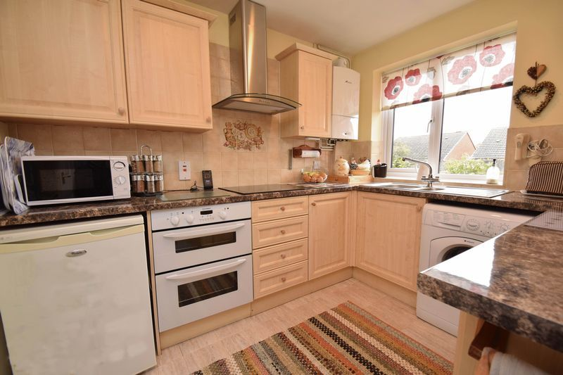 2 bed bungalow for sale in The Brambles 4
