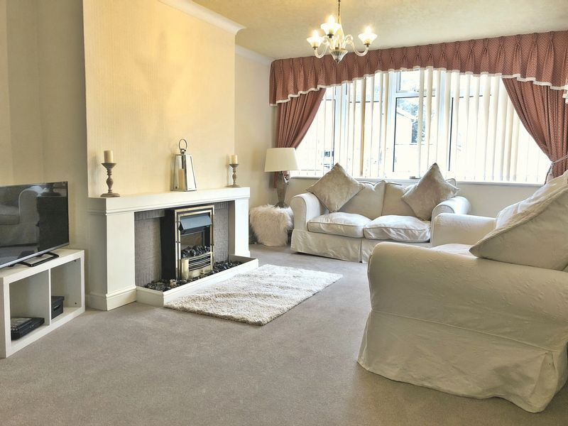 3 bed bungalow for sale in Love Lane  - Property Image 2