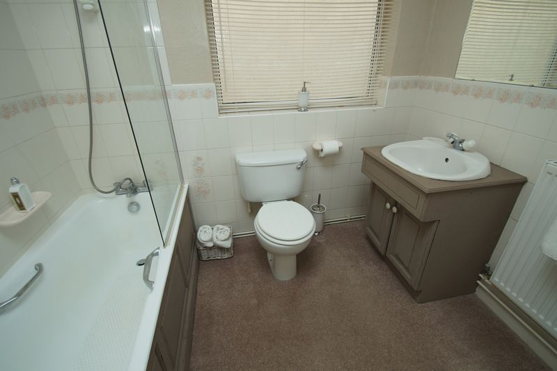 3 bed bungalow for sale in Love Lane 16