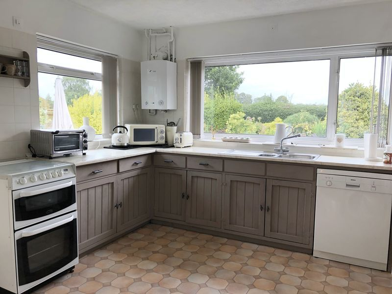 3 bed bungalow for sale in Love Lane 6