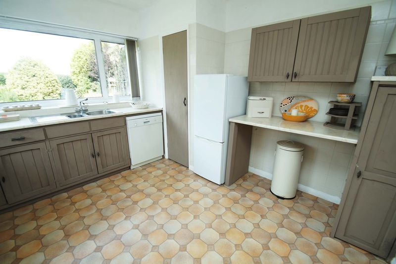 3 bed bungalow for sale in Love Lane  - Property Image 8