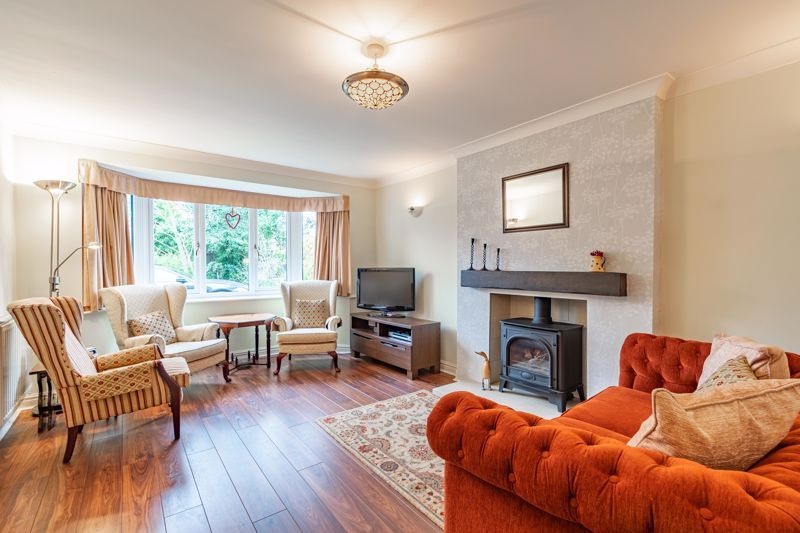4 bed house for sale in Worcester Street 2