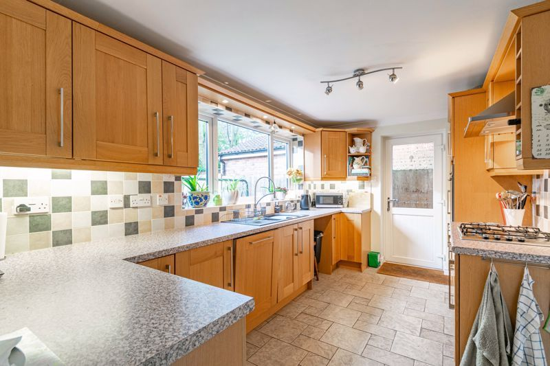 4 bed house for sale in Worcester Street 5