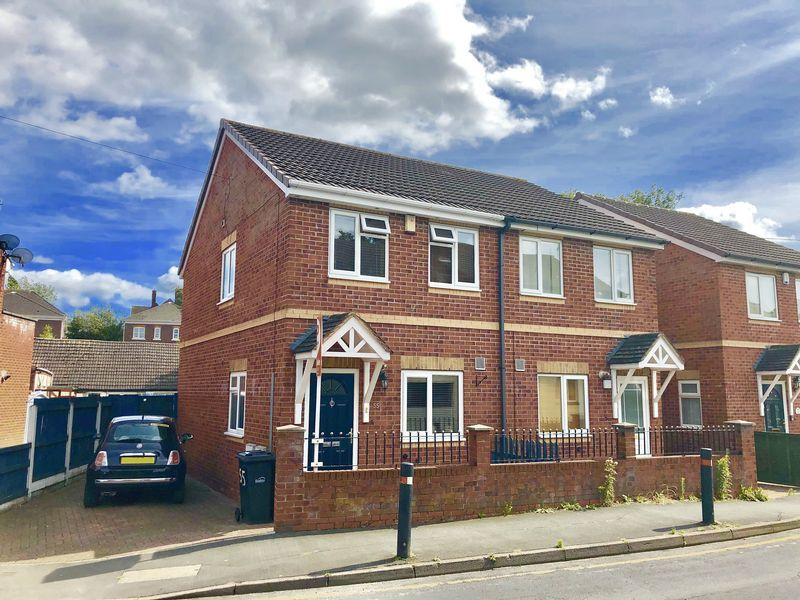 2 bed house for sale in Kinver Street 1